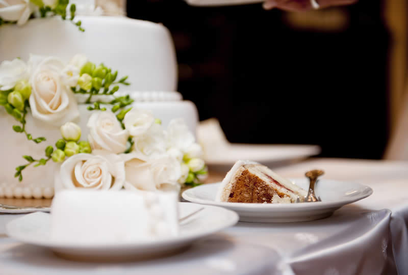 Knowing Wedding Cake Prices Will Help with Your Wedding Expenses