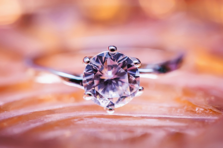 How to Buy Diamonds and Engagement Rings Online