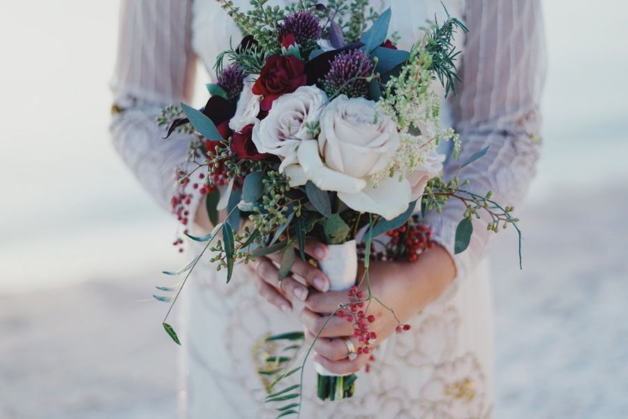 How to Choose a Florist for Your Wedding Flowers