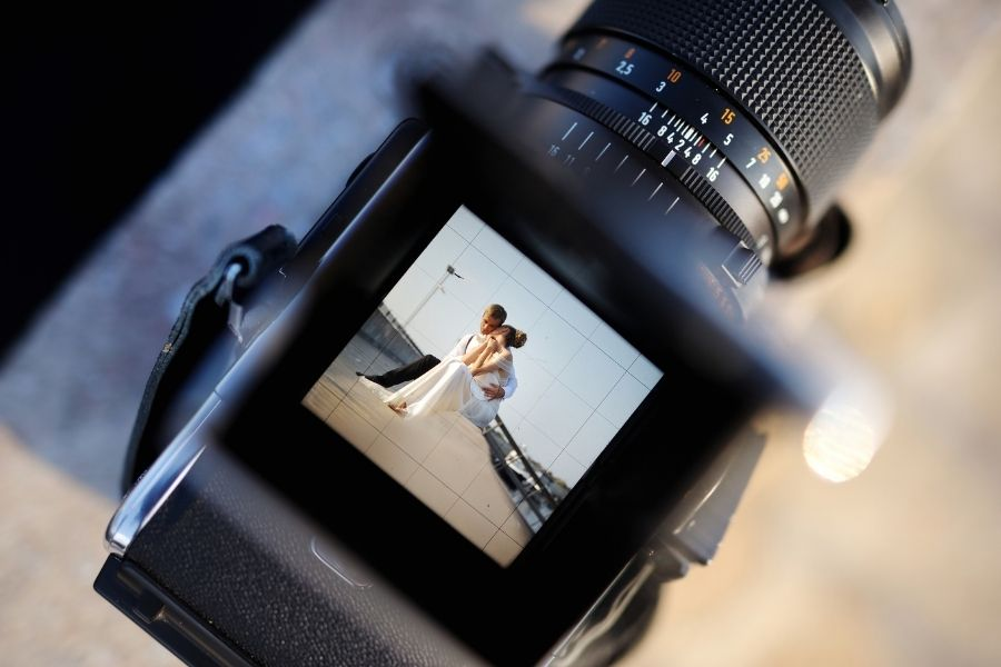 How to Choose the Best Wedding Photographers Easily