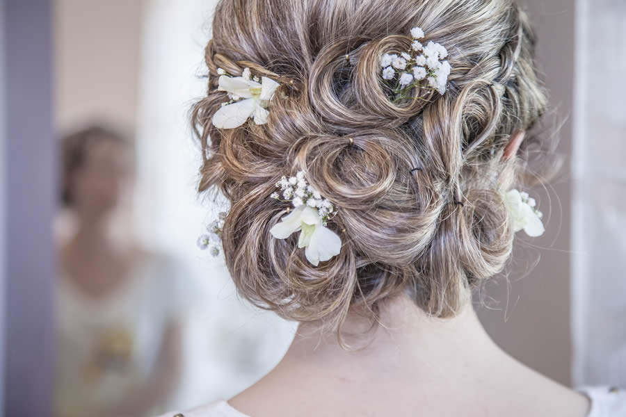 Look Your Best With Bridal Hairdressing Professionals
