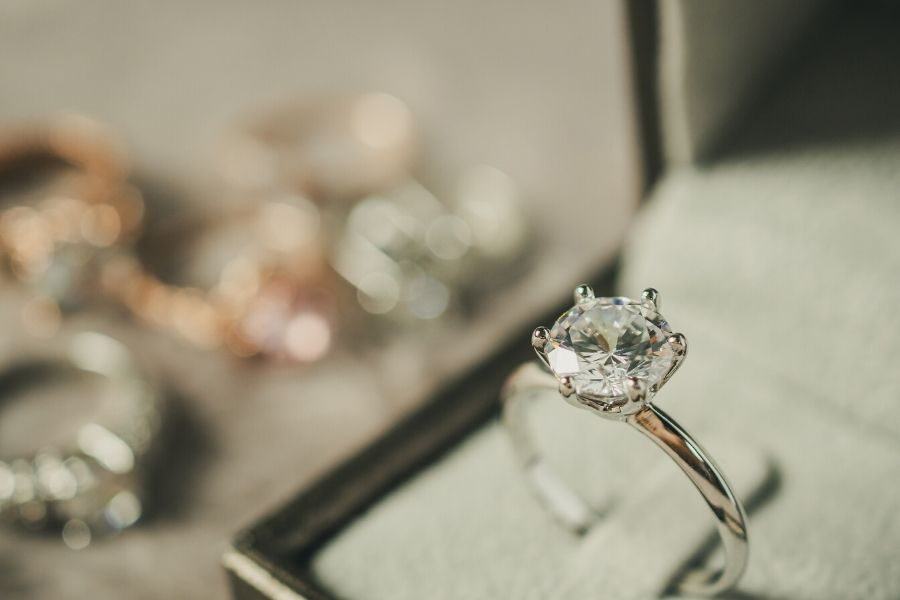 Should You Choose Moissanite Wedding Bands or Go Traditional