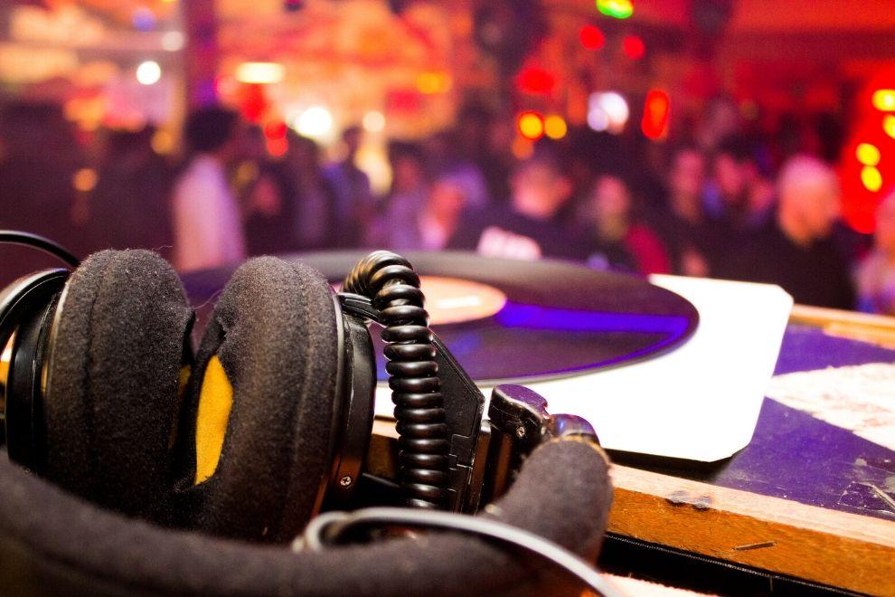 Should You Hire a Wedding DJ?
